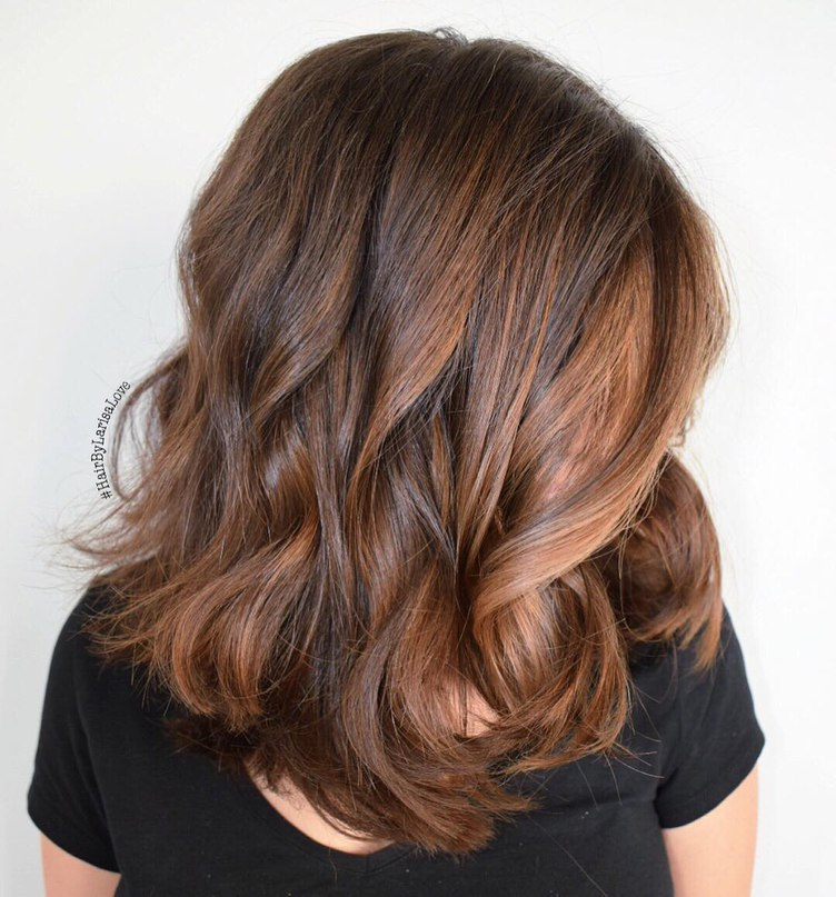 medium brown hair with loosy waves